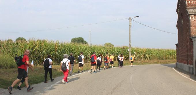 Pellegrini in cammino durante l'edizione 2020 del Pellegrinaggio Corbetta-Rho